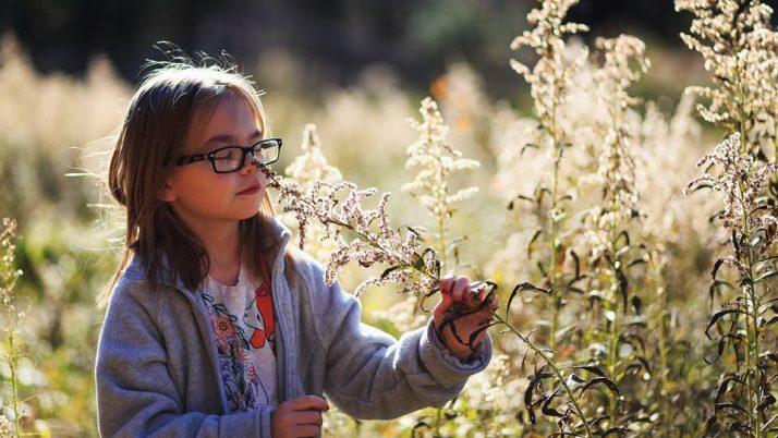 Kako otroku pomagati, da ohranja stik s seboj?
